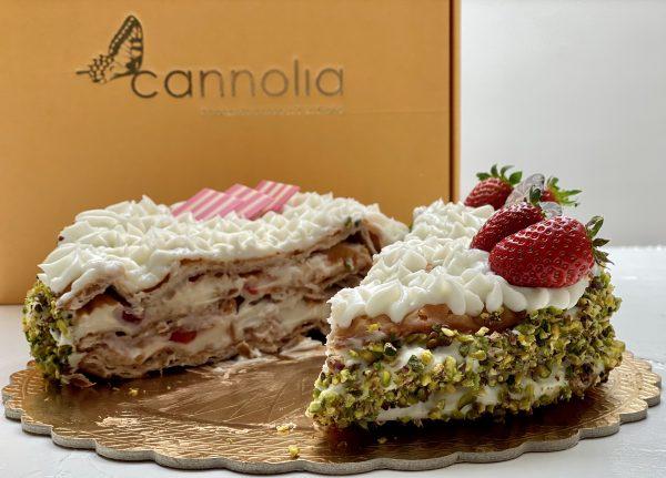 Millefoglie di Cannolia con crema e fragole